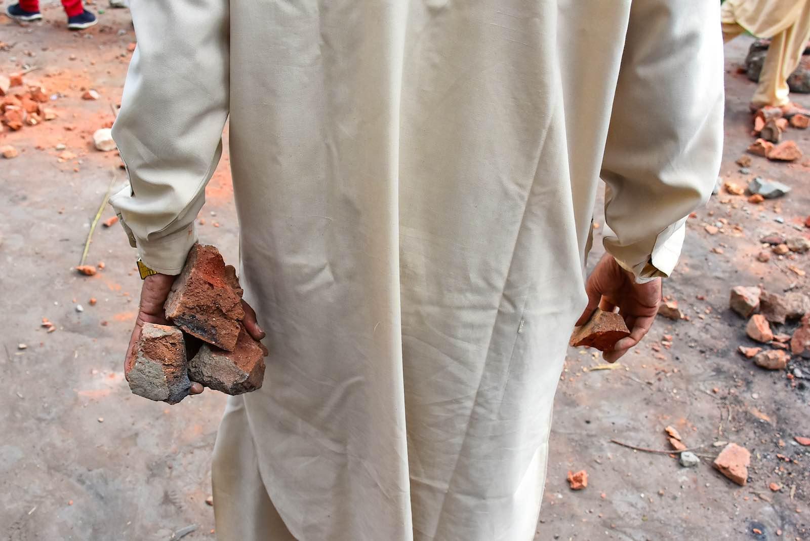 Gathering stones during clashes between demonstrators and Indian authorities in Srinagar (Photo: Muzamil Mattoo/NurPhoto via Getty)