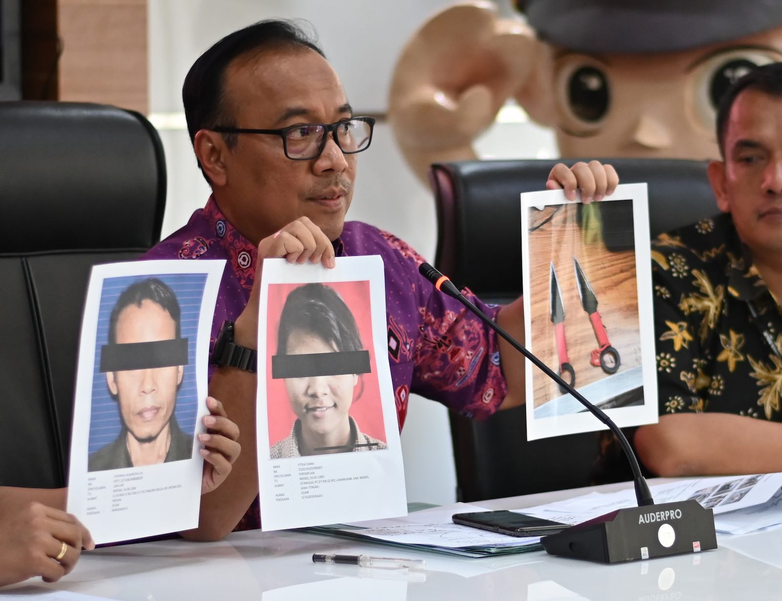 Police spokesman Brigadier General Dedi Prasetyo speaks to the media about the attack on Indonesia's chief security minister Wiranto (Photo: Bay Ismoyo/AFP/Getty Images)