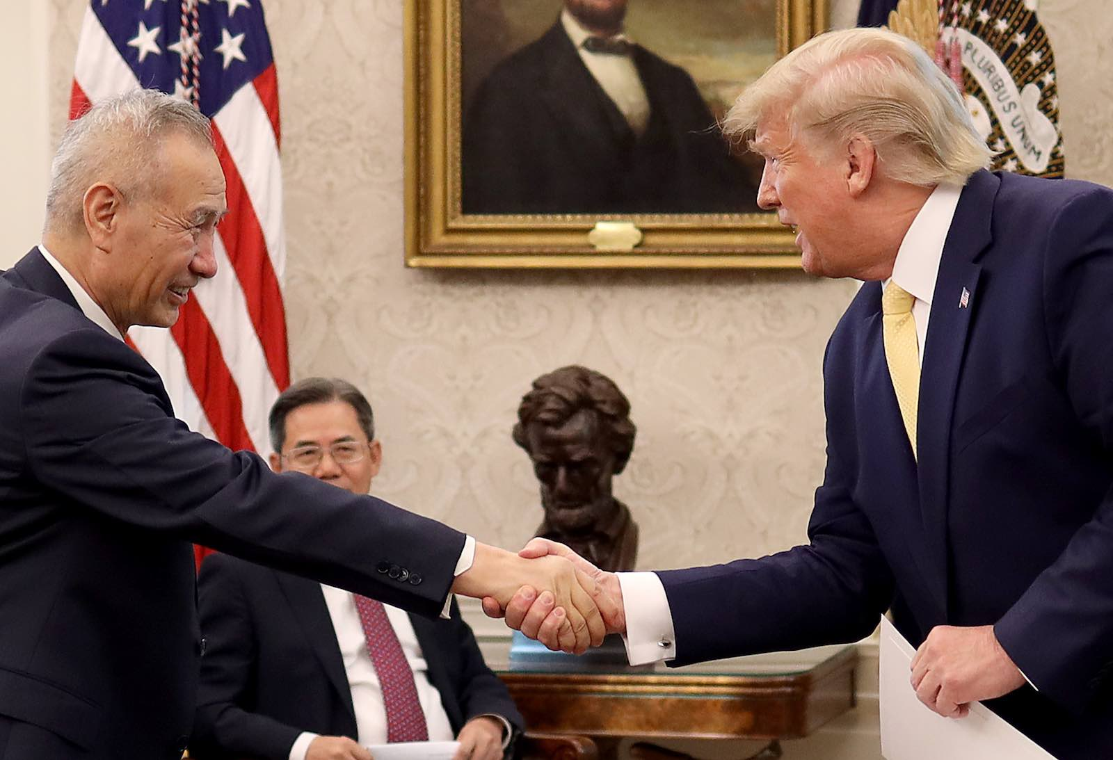 """President Donald Trump shakes hands with Chinese Vice Premier Liu He after announcing a """"phase one"""" trade agreement with China in the Oval Office on Friday (Photo: Win McNamee/Getty Images)"""
