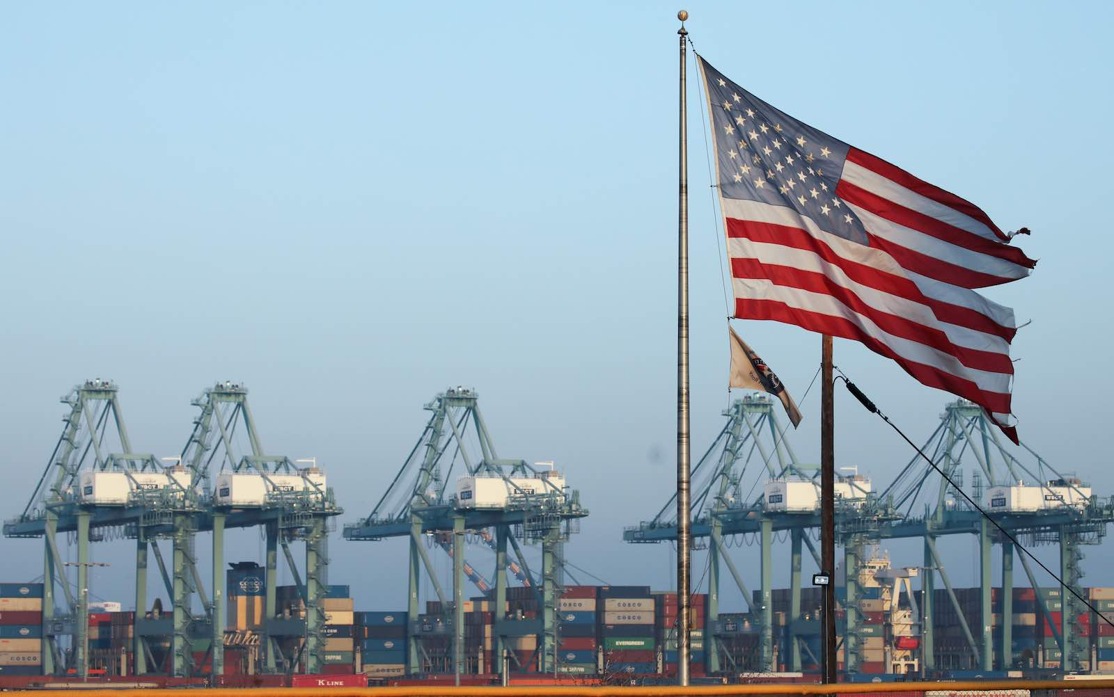 Despite a year of trade policy turbulence, high tariffs, and loud denunciations, the US trade deficit is essentially unchanged (Photo: Mario Tama/Getty Images)