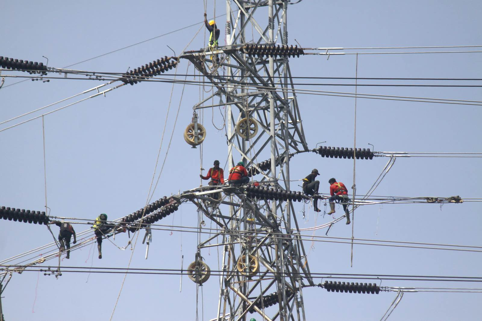 Workers installing high voltage lines for a 35,000 MW electricity project in Jakarta, December 2019 (Aditya Irawan/NurPhoto via Getty Images)