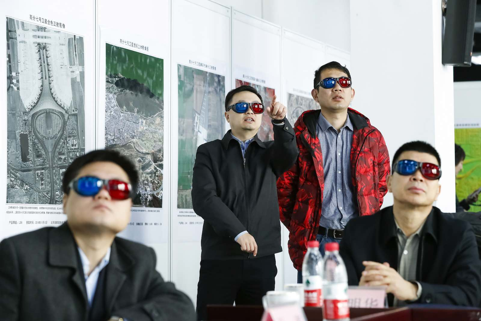 Watching 3-D images during the launching ceremony of the Gaofen-7 Earth observation satellite in Beijing, 10 December 2019 (Shen Bohan/Xinhua via Getty Images)