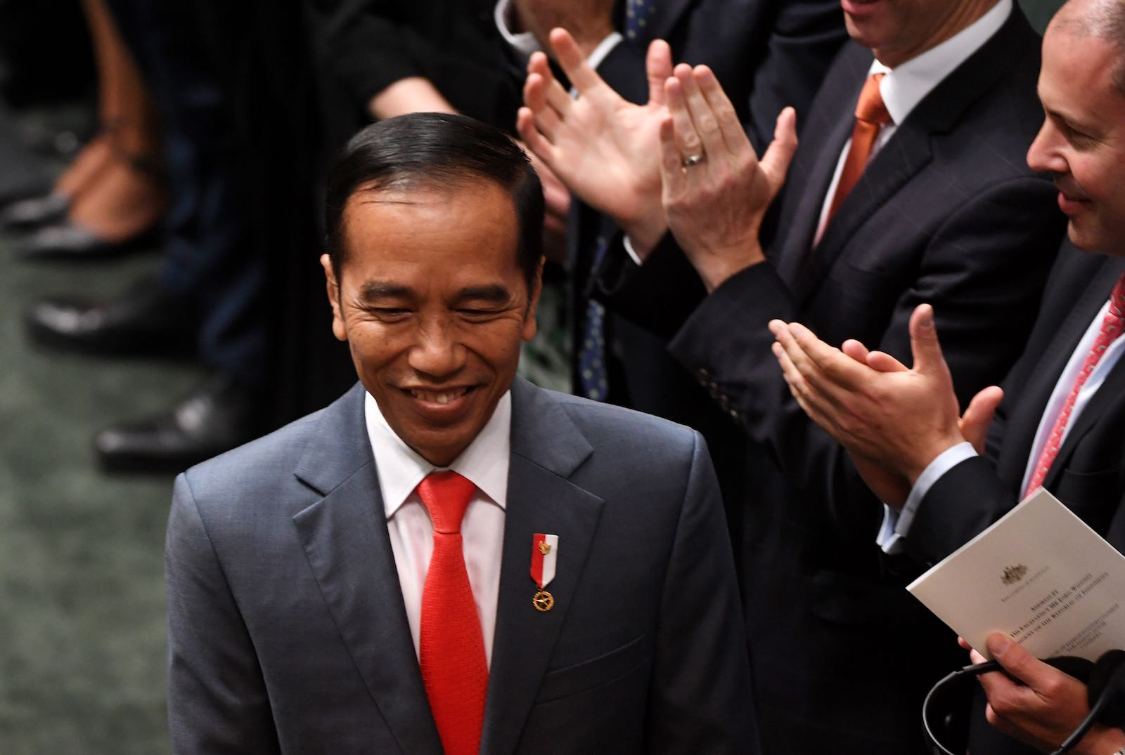 Welcoming Joko Widodo to the floor of the House of Representatives in the Australian parliament (Tracey Nearmy/Getty Images)