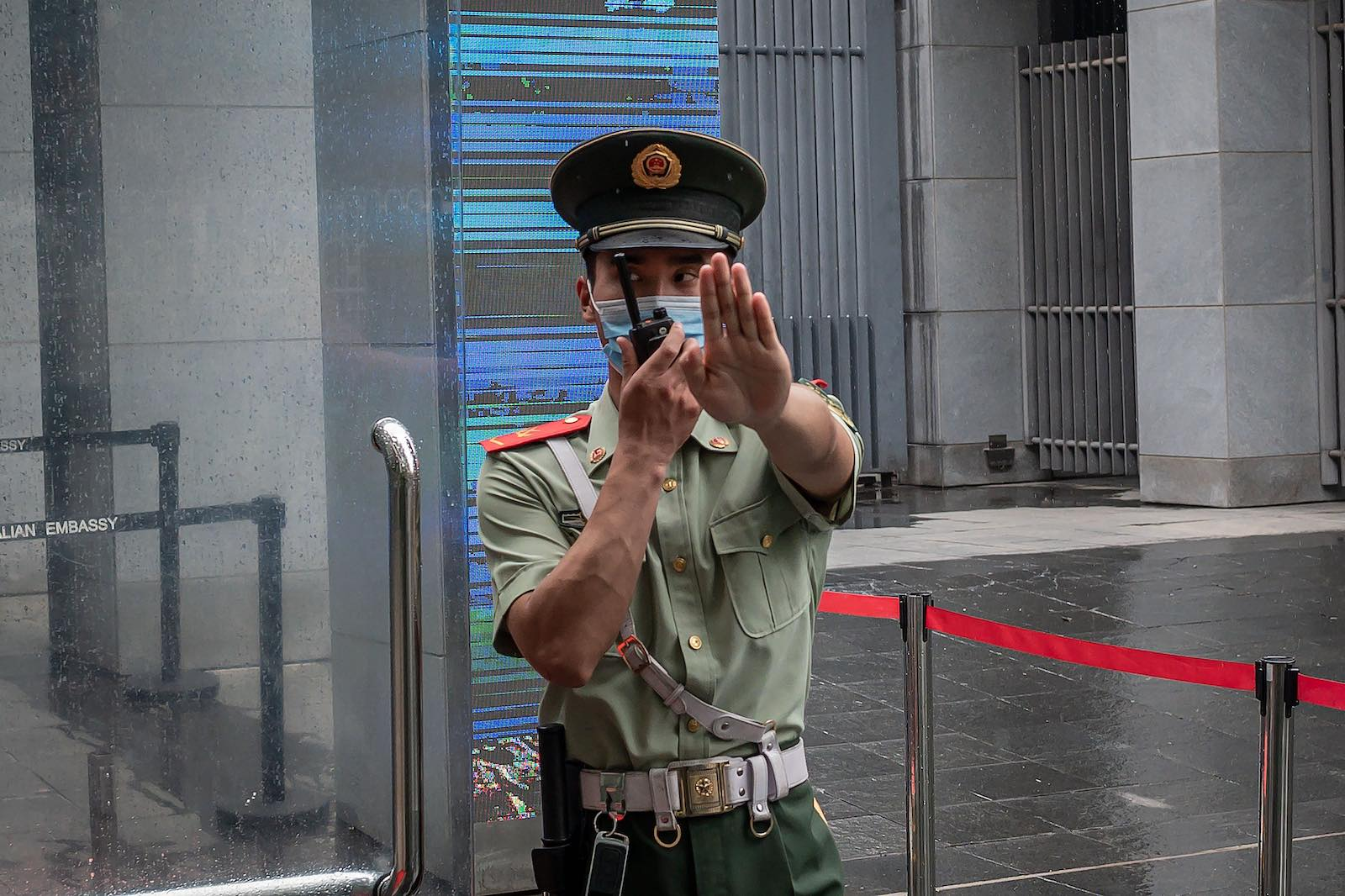 A police officer standing at the entrance gate of the Australian embassy in Beijing in July 2020 (Nicolas Asfouri/AFP via Getty Images)