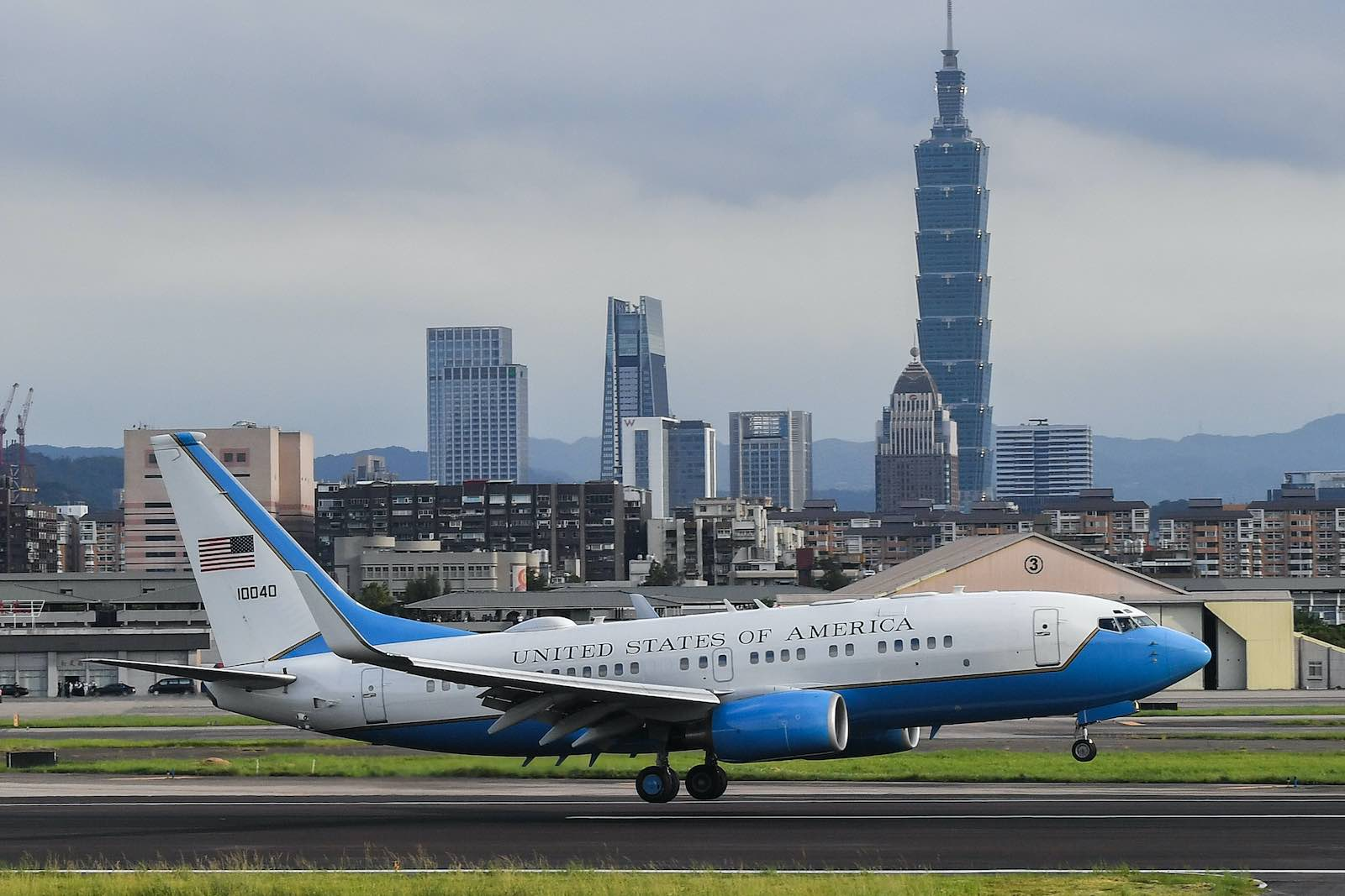 A US government plane carrying US Health Secretary Alex Azar on board lands at Sungshan Airport in Taipei in August last year (Chen Chun-yao/AFP via Getty Images)