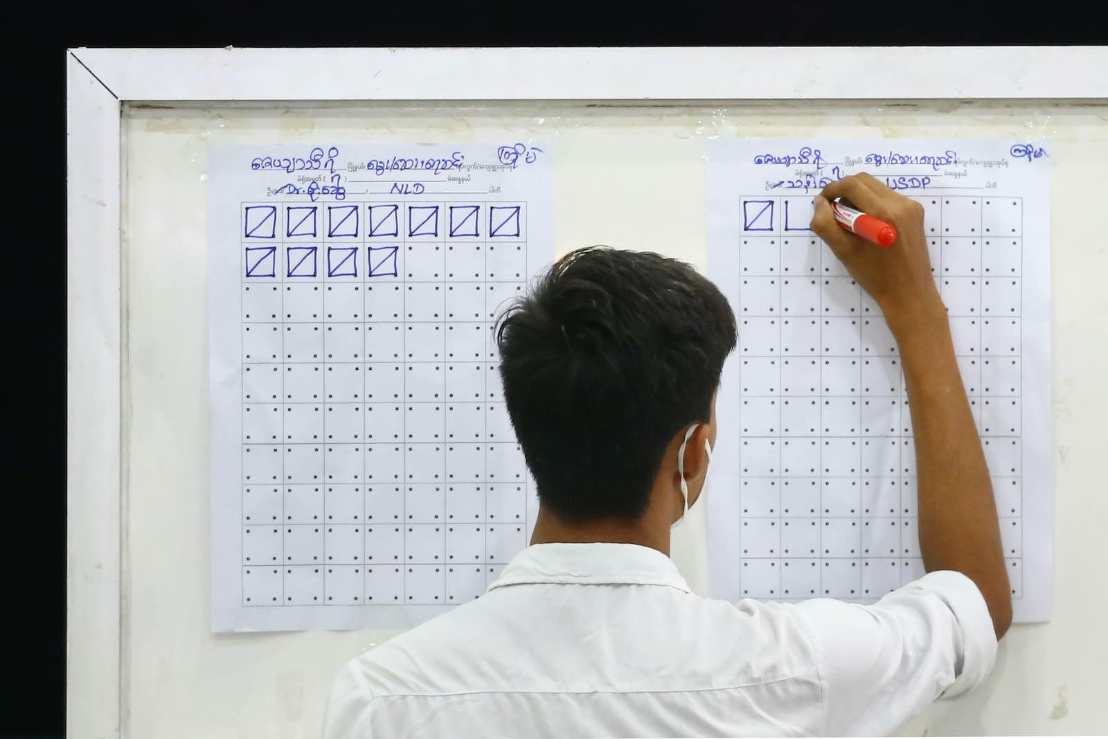 Tallying votes in Naypyidaw on 8 November (Thet Aung/AFP via Getty Images)