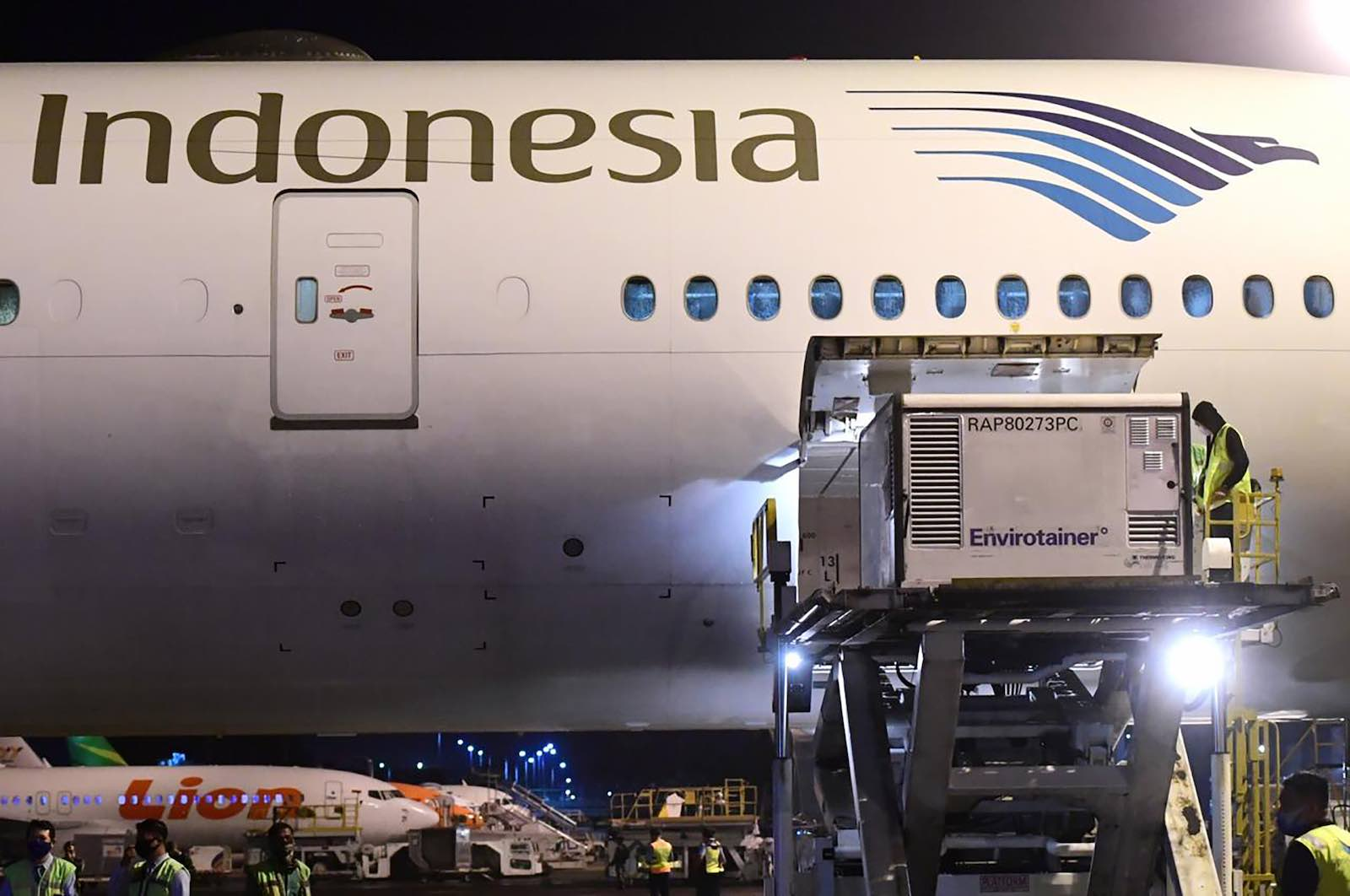 Unloading the Covid-19 vaccine made by Sinovac upon its arrival from Beijing at the Jakarta International Airport, 6 December (Indonesian Presidential Palace/AFP via Getty Images)