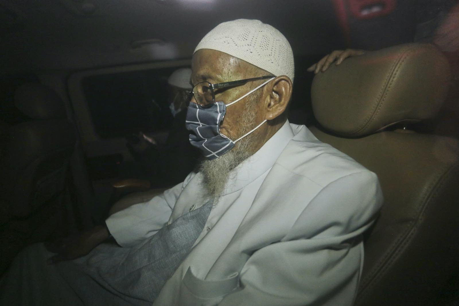 Abu Bakar Bashir is driven away from prison after his release on 8 January 2021 in Bogor, Indonesia (Photo by Getty Images)
