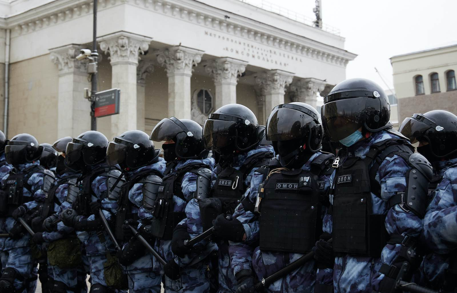 Riot police stand guard during a rally in support of jailed opposition leader Alexei Navalny, Moscow, 31 January 2021 (Oleg Nikishin/Getty Images)