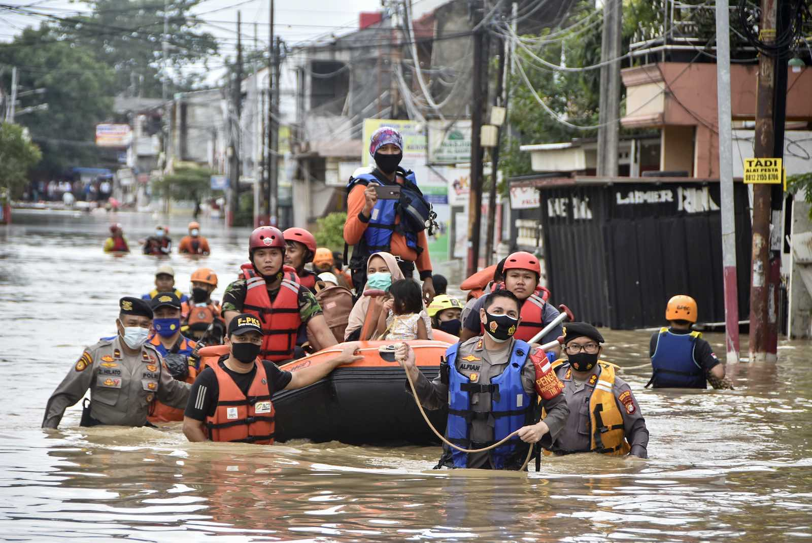 Rescuers evacuate residents from their flooded homes in Bekasi, Indonesia, 19 February 2021 (Rezas/AFP via Getty Images)