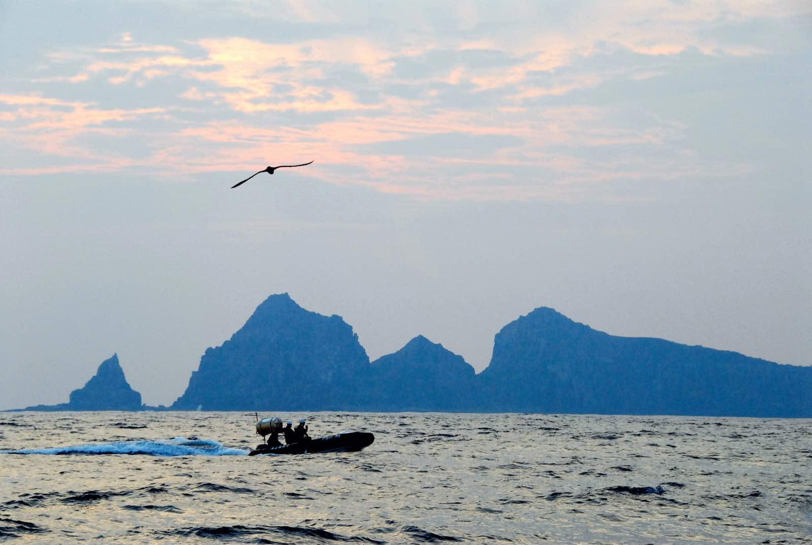 A Japan Coast Guard boat patrols near Uotsuri island, one of the disputed Senkaku/Daioyu Islands, September 2012 (Asahi Shimbun via Getty Images)