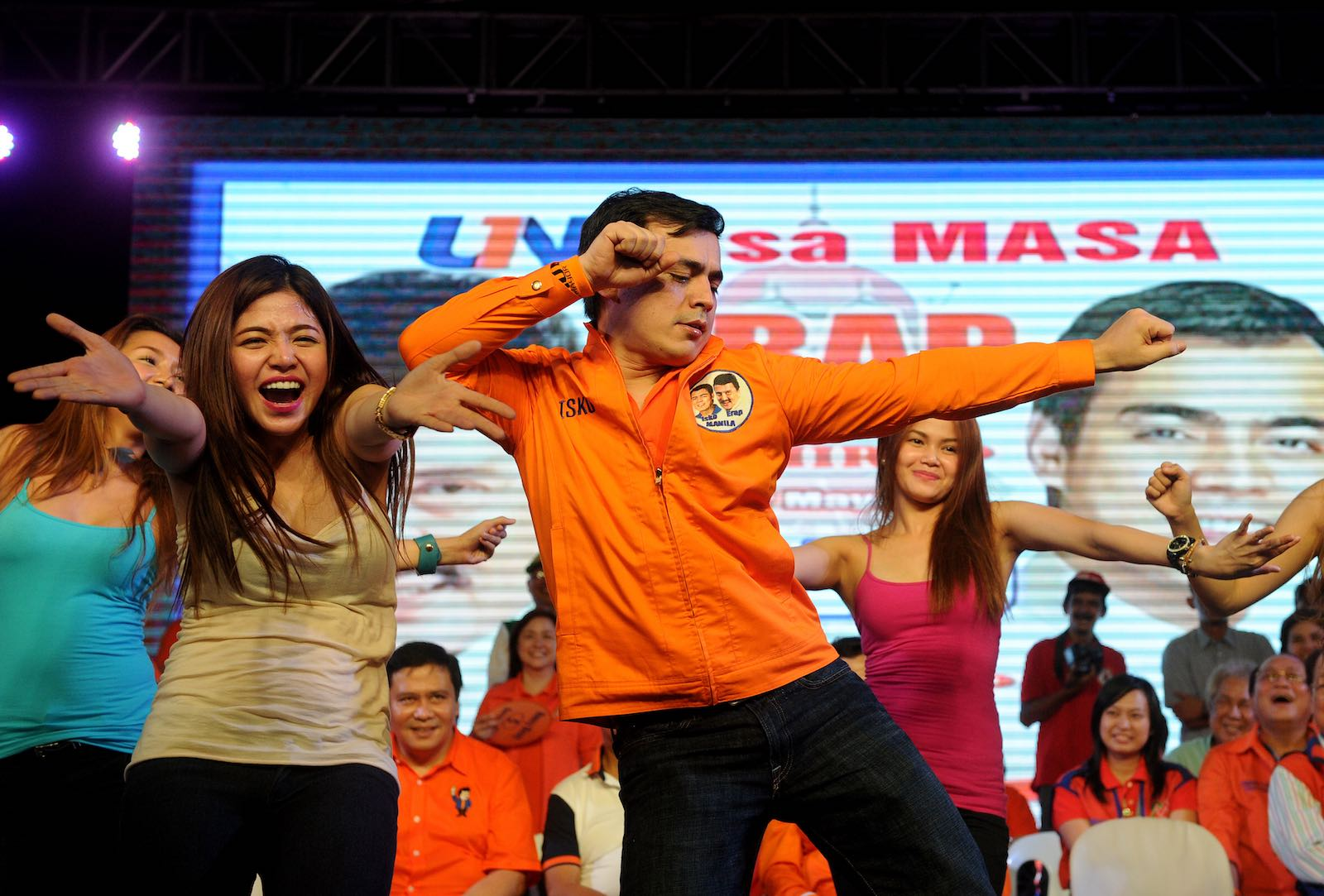 Different moves: back in 2013, Isko Moreno, centre, ran with Joseph Estrada, but this week defeated him to become Manila's mayor (Photo: Noel Celis via Getty)