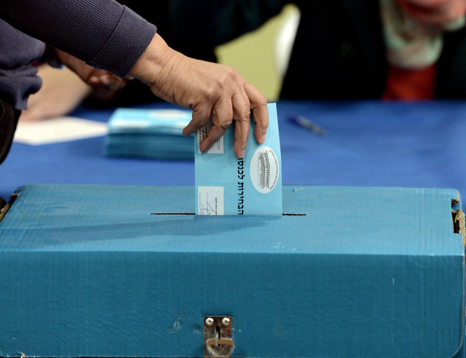 Will Israeli voters buck the trend of distrust for the status quo? (Photo: Salih Zeki Fazlioglu via Getty)