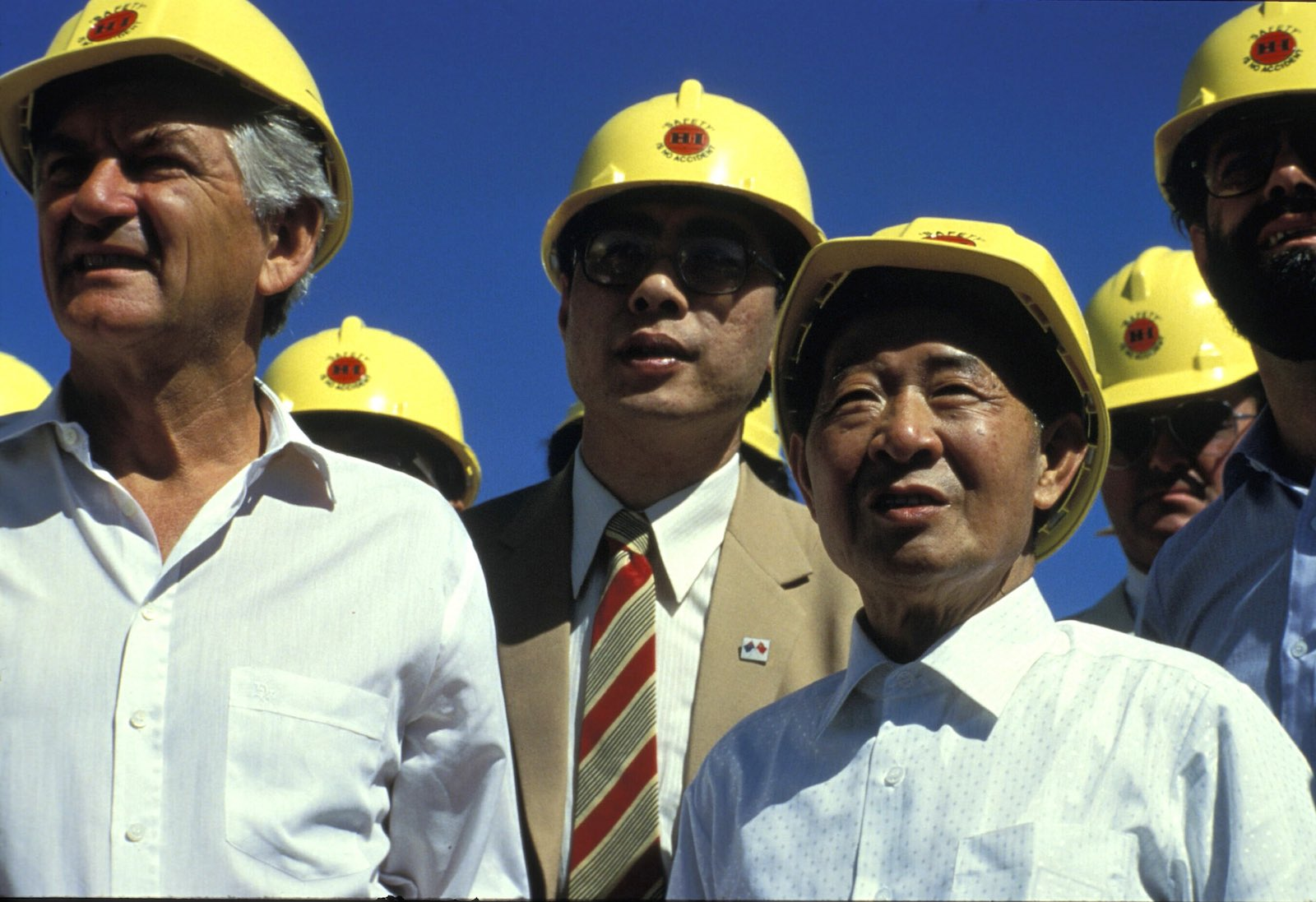 Bob Hawke hosting China's Hu Yaobang in 1985 at what would become Channar Mine, Pilbara (Photo: Patrick Riviere/Getty)