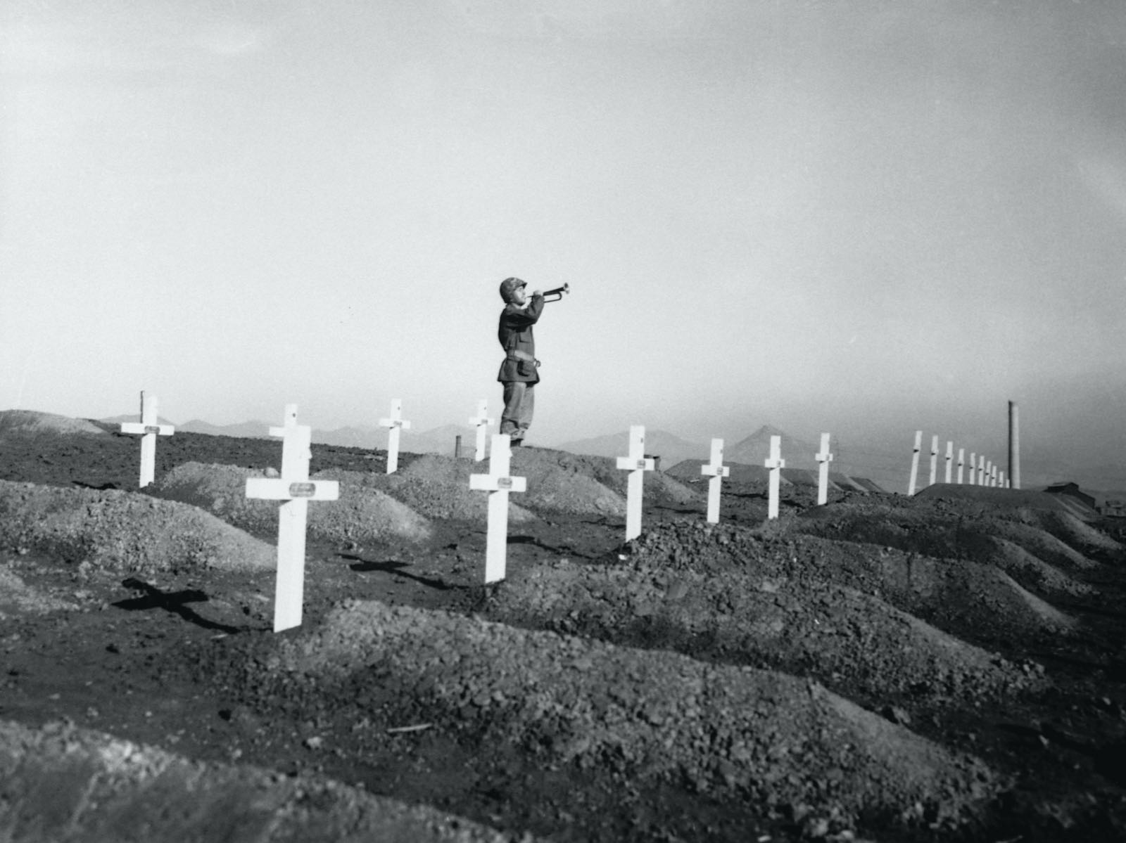 A memorial service on 13 December 1950 in Hungnam, Korea at the graves of fallen US Marines following the break-out from Chosin Reservoir (Corbis via Getty Images)