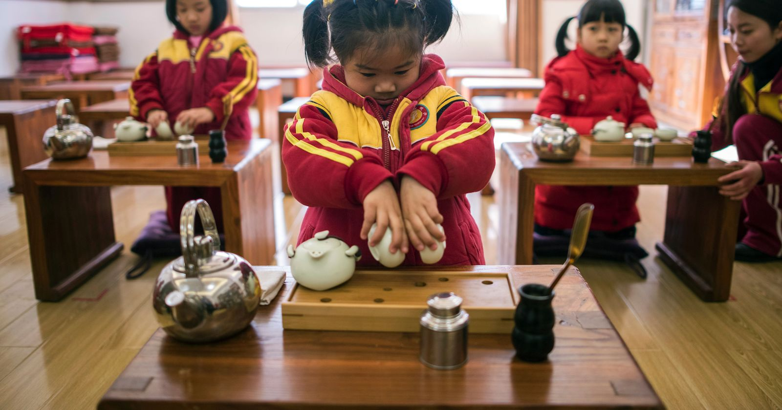 Girls learning to perform a tea ceremony in kindergarten. (Photo: Johannes Eisele via Getty)