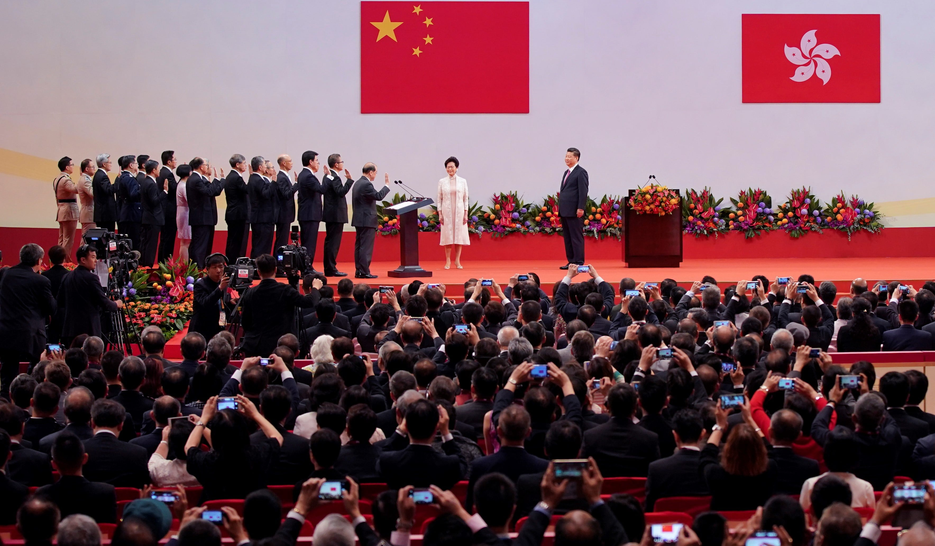 Hong Kong Chief Executive Carrie Lam and her cabinet are sworn in by Chinese President Xi Jinping, July 2017 (Photo: Getty Images/VCG)