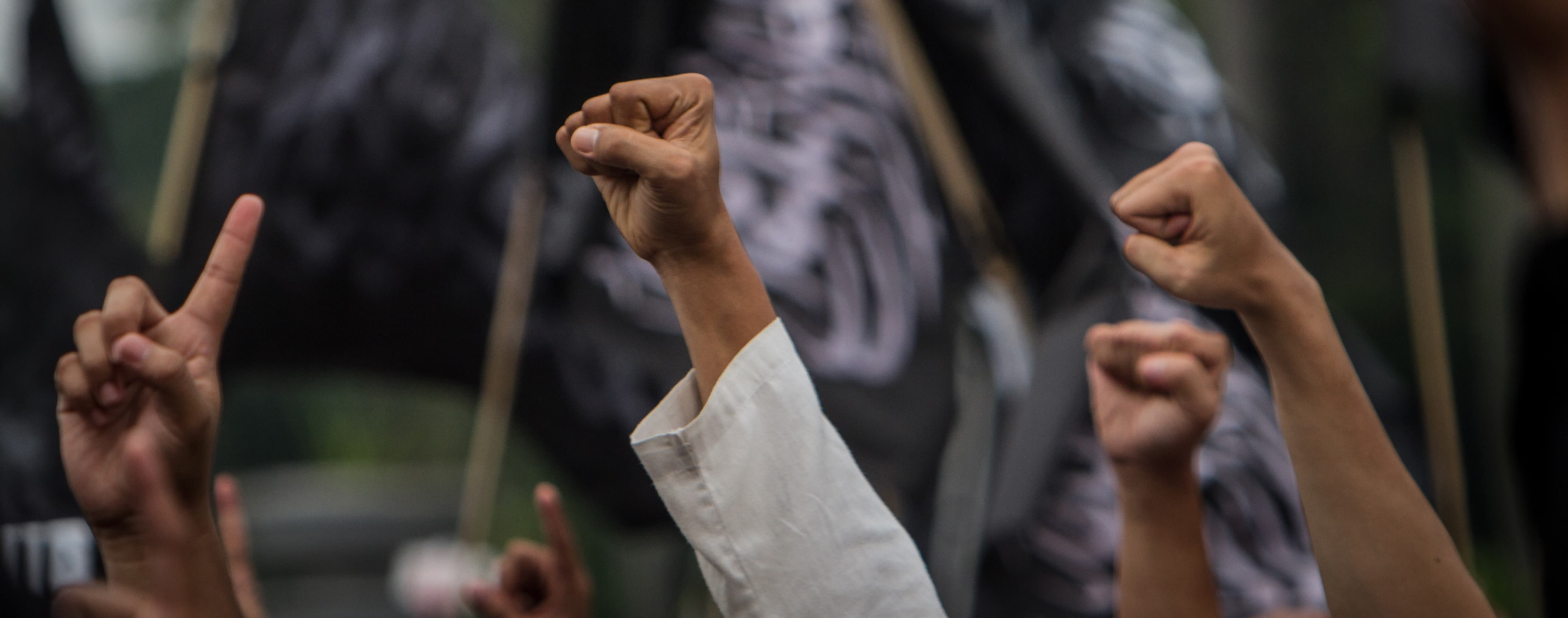 Protesters at a rally against the Indonesian government's ban of Islamist group Hizbut-Tahrir, July 2017 (Photo: Getty Images/Barcroft Media)