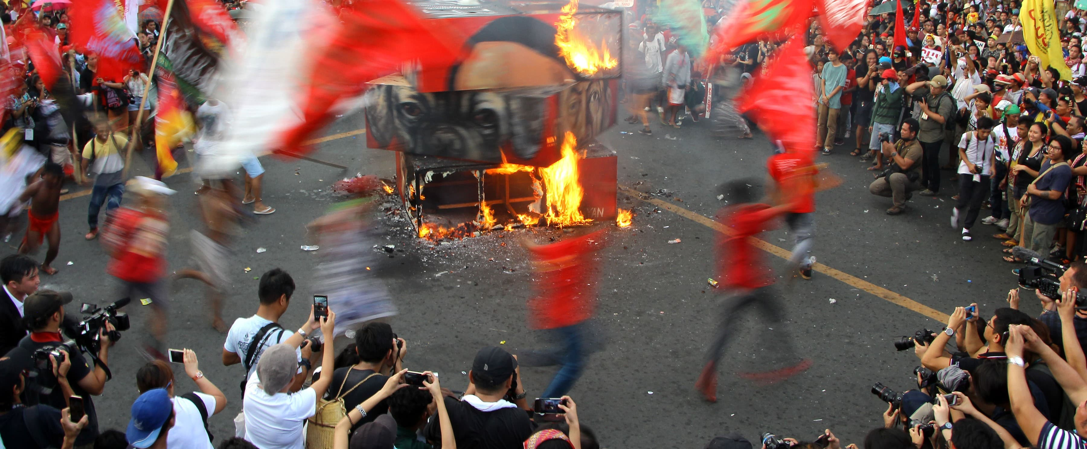 A cube effigy of Philippine President Rodrigo Duterte is burned in Manila, September 2017 (Photo:  Gregorio B. Dantes Jr./Pacific Press/LightRocket via Getty Images)