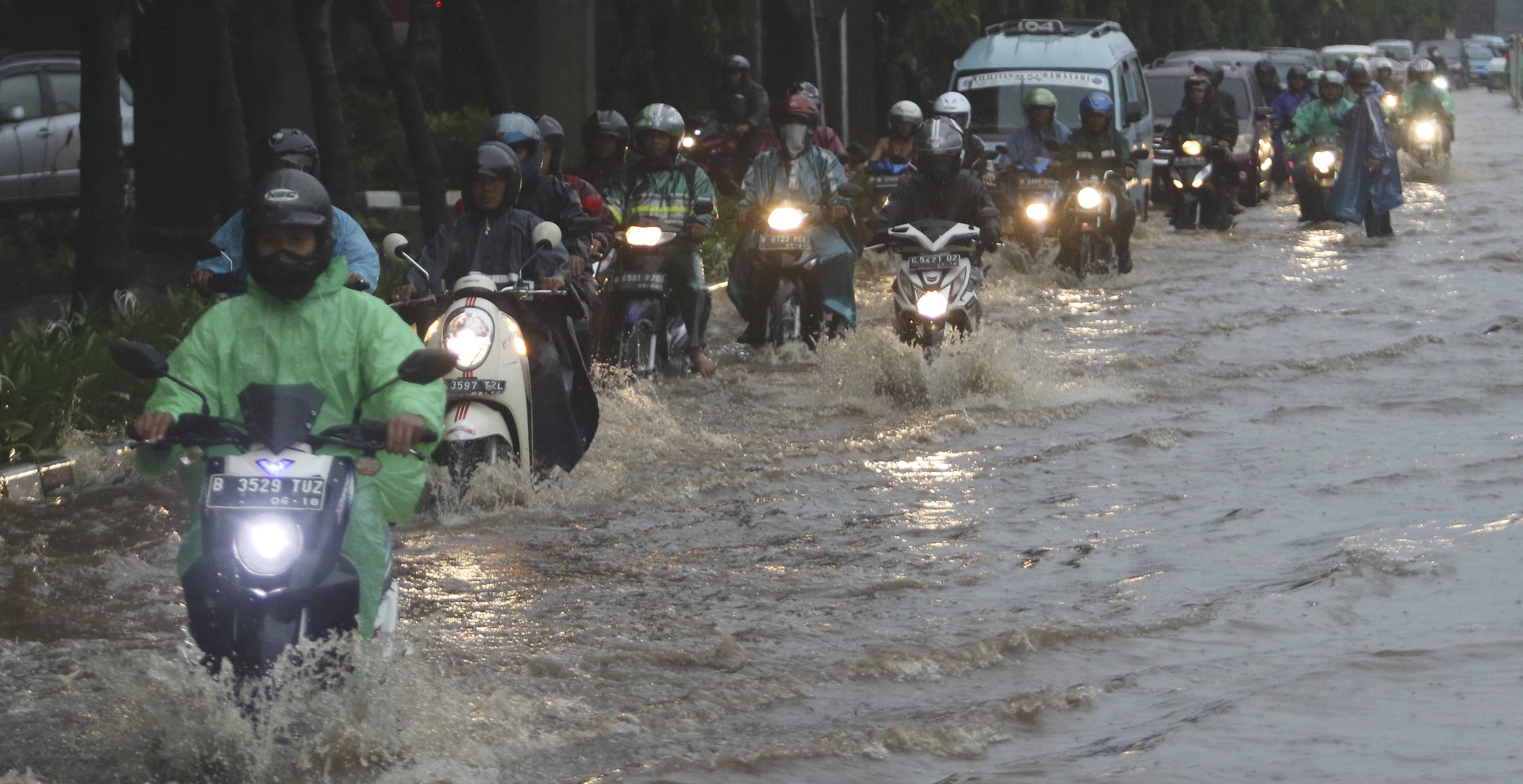 Motorcyclists pass floodwaters in easter Jakarta in December (Photo: Eko Siswono Toyudho/Getty)