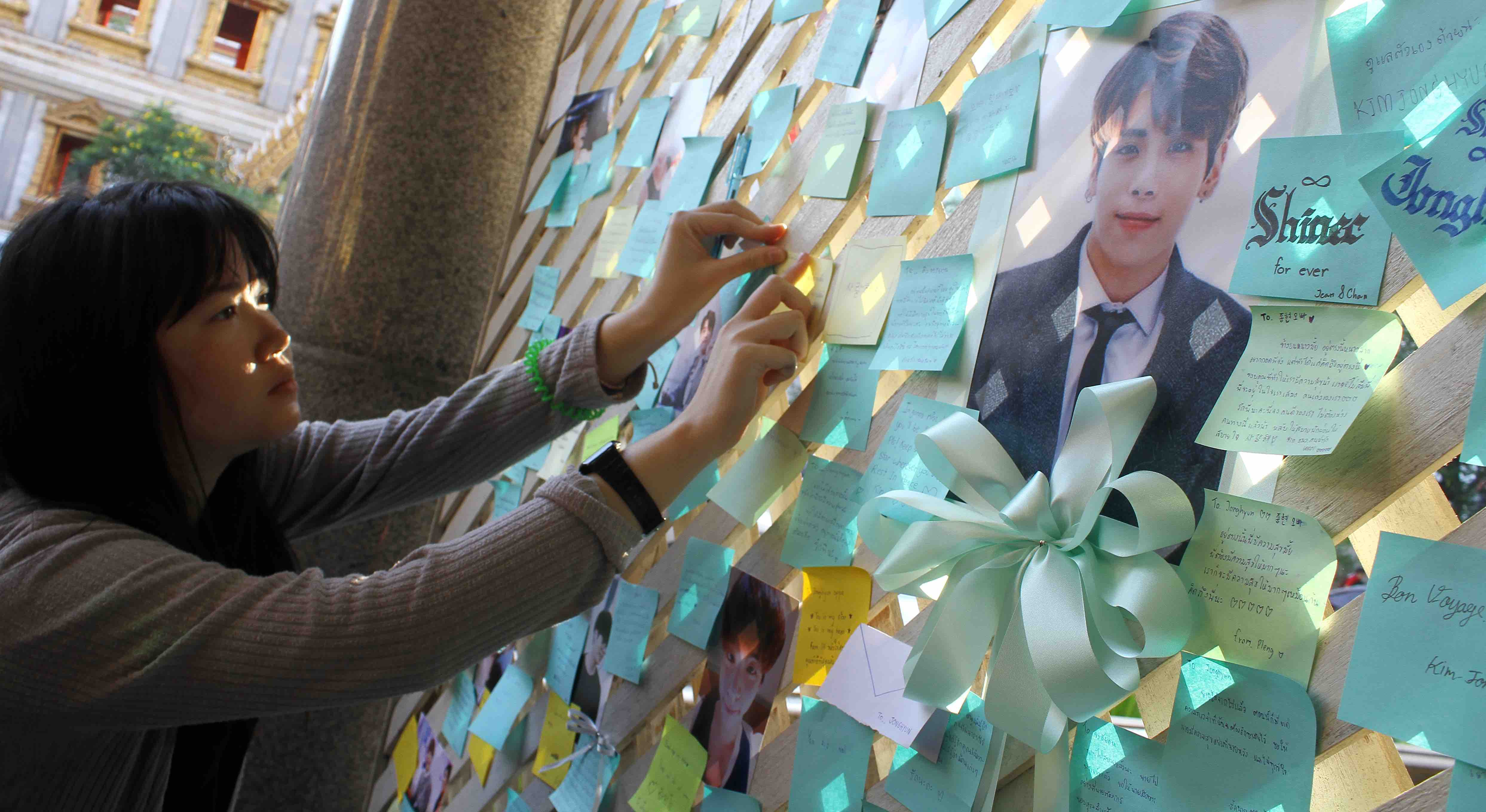 A memorial in Thailand to the late South Korean singer Kim Jonghyun (Photo: Vichan Poti/Getty)