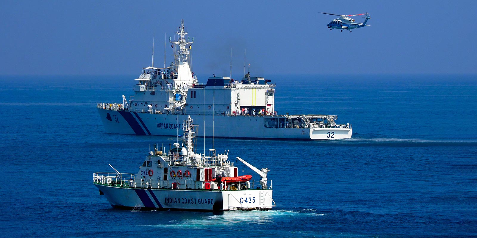 A Japan Coast Guard helicopter approaches an Indian Coast Guard patrol vessel during a joint exercise off Chennai, India, January 2018 (Photo: The Asahi Shimbun via Getty)