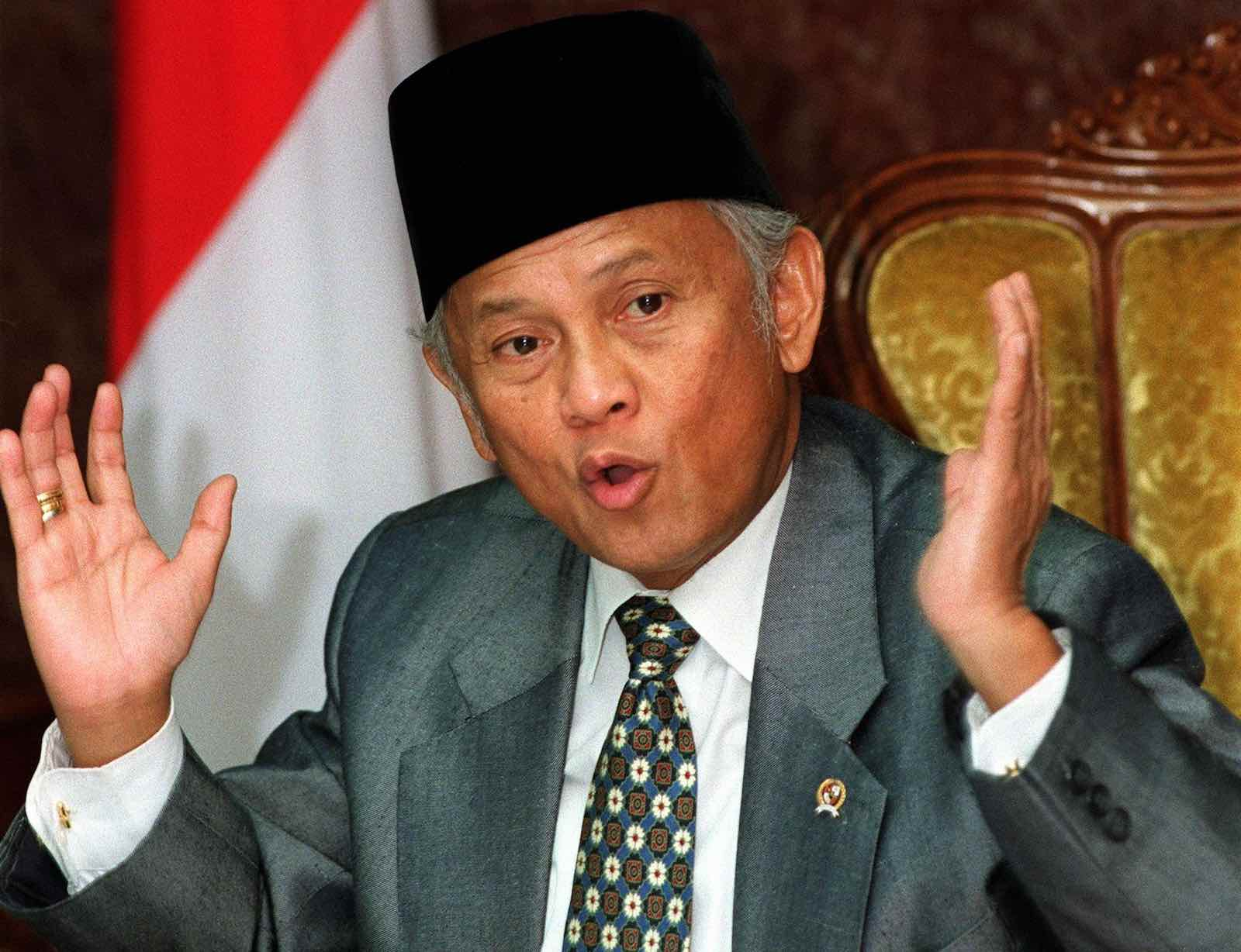 Indonesian President BJ Habibie at Bina Graha Presidential Office in Jakarta, July 1998 (Photo: Kemal Jufri via Getty)