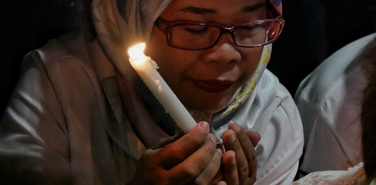 Prayer for the victims of the terrorist attacks of Surabaya (Photo: Anton Raharji via Getty)