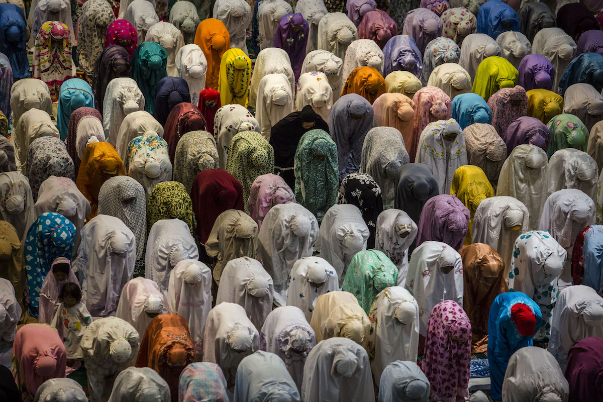 Indonesians pray for Ramadan (Photo: Ulet Ifansasti/Getty)