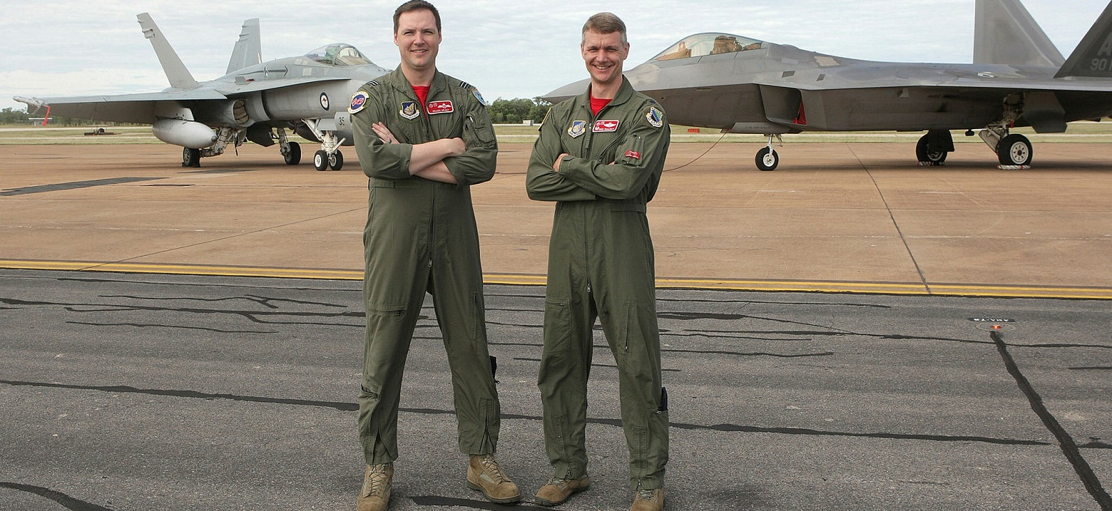 Ft Lt William Grady, 90th Fighter Squadron USAF (left) and USAF Lt Cnl David Skalicky  (Photo: Aust Defence Image Library)