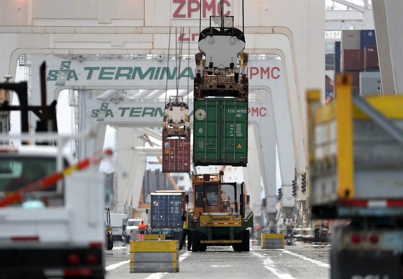 A container is offloaded from a CSCL East China Sea ship at the Port of Oakland, California (Photo: Justin Sullivan/Getty)