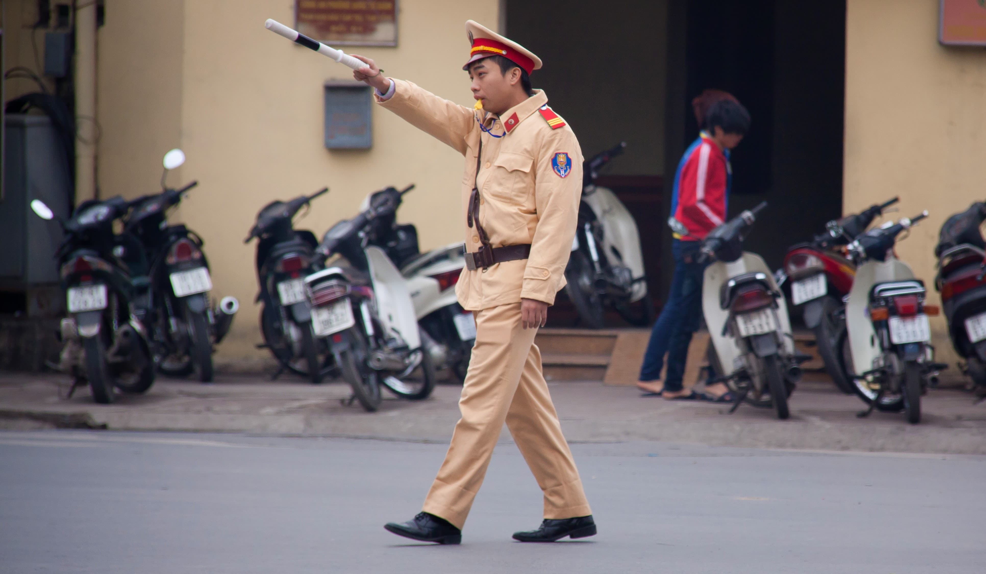 Police officer in Hanoi (Photo: Chris Goldberg/Flickr)