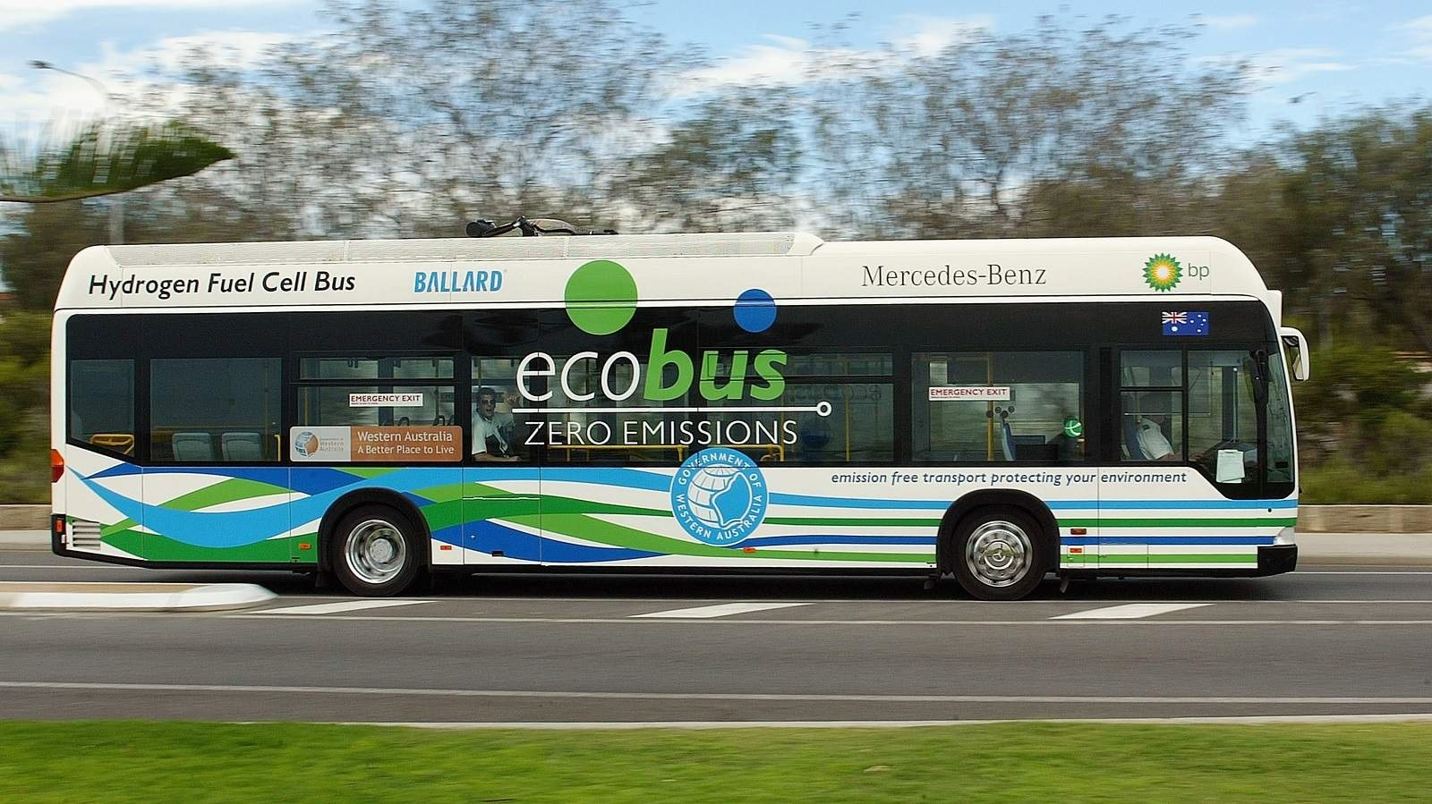 A Hydrogen Fuel Cell Bus on trial in Cottesloe, Western Australia (Paul Kane/Getty Images)