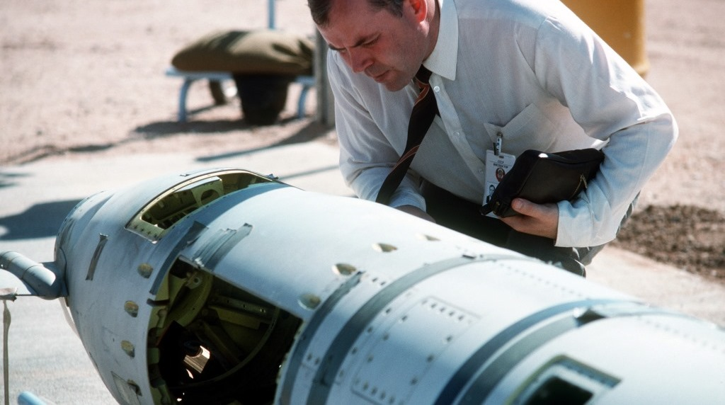 A Soviet inspector examines a ground-launched cruise missile banned under the 1988 INF treaty. (Wikipedia)