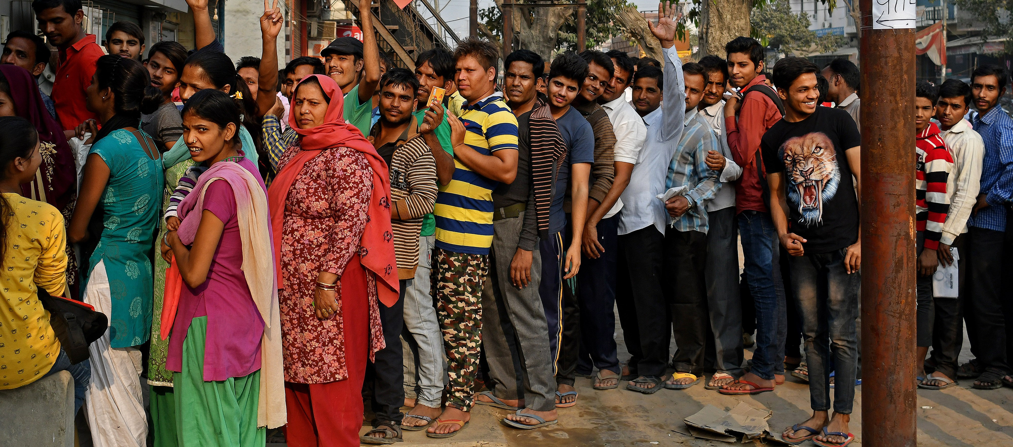 Long queues as customers wait to exchange banknotes