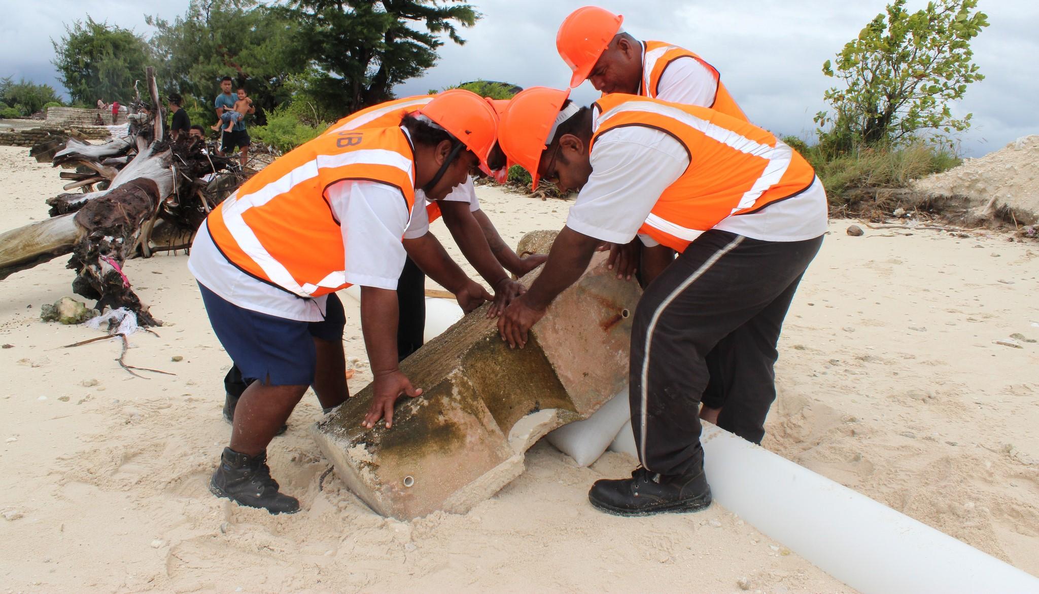 Public Utilities Board workers in Ambo village, Kiribati (Photo: DFAT/Flickr)