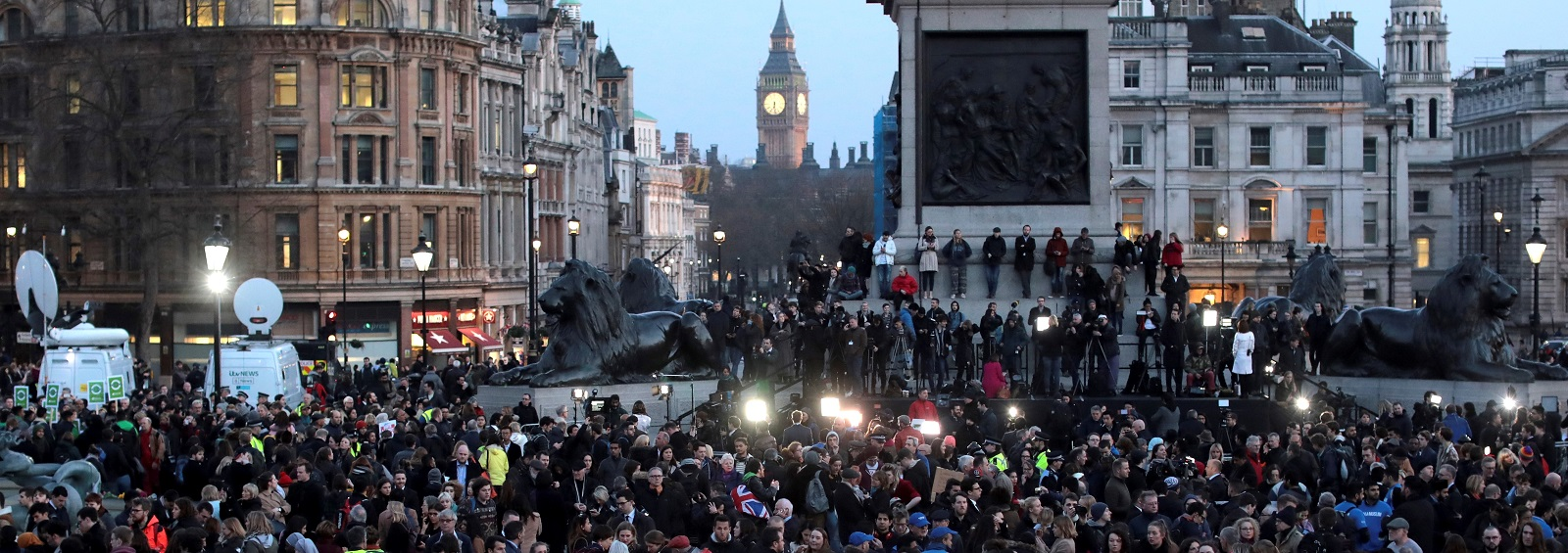 Candlelit vigil at Trafalgar Square on 23 March after terrorist attack in Westminster. (Photo: Jack Taylor/Getty)
