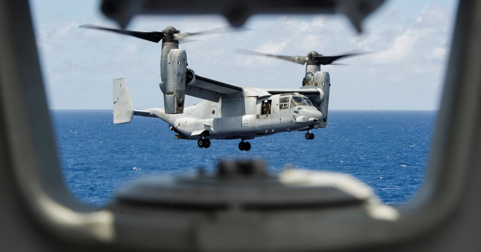 An MV-22 Osprey prepares to land on the USS America in the Pacific Ocean (Photo: US Pacific Fleet/Flickr)