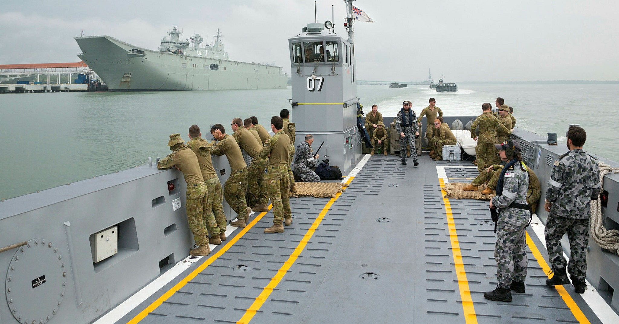 Landing craft from HMAS Adelaide sail through Port Klang to conduct training with the Malaysian Armed Forces during Indo Pacific Endeavour 2017. (Photo: Australia Defence)