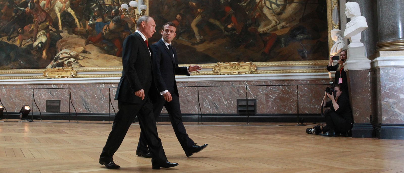 French President Emmanuel Macron (R) and Russian President Vladimir Putin (L) during their meeting on 29 May in Versailles (Photo: Mikhail Svetlov/Getty)