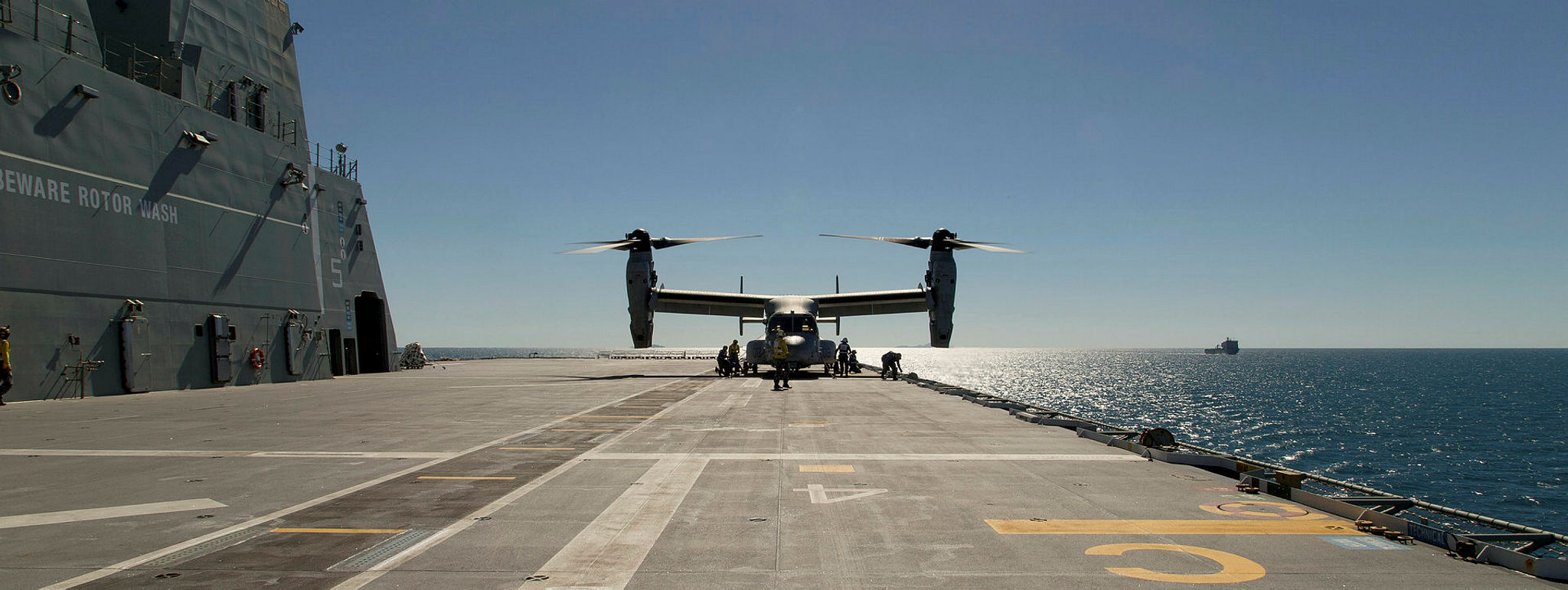USS Bonhomme Richard's V22 Osprey lands on HMAS Canberra during Talisman Sabre 17 (Photo: Australian Defence).