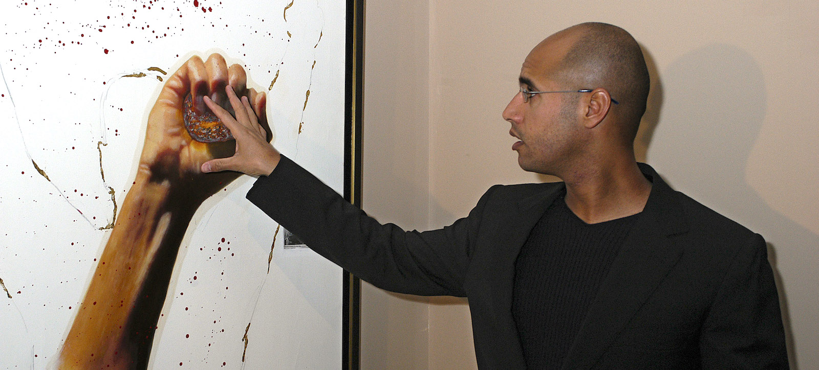 Saif Gaddafi at an art exhibition in Spain, 2004 (Photo: Fernando Camino/Getty)