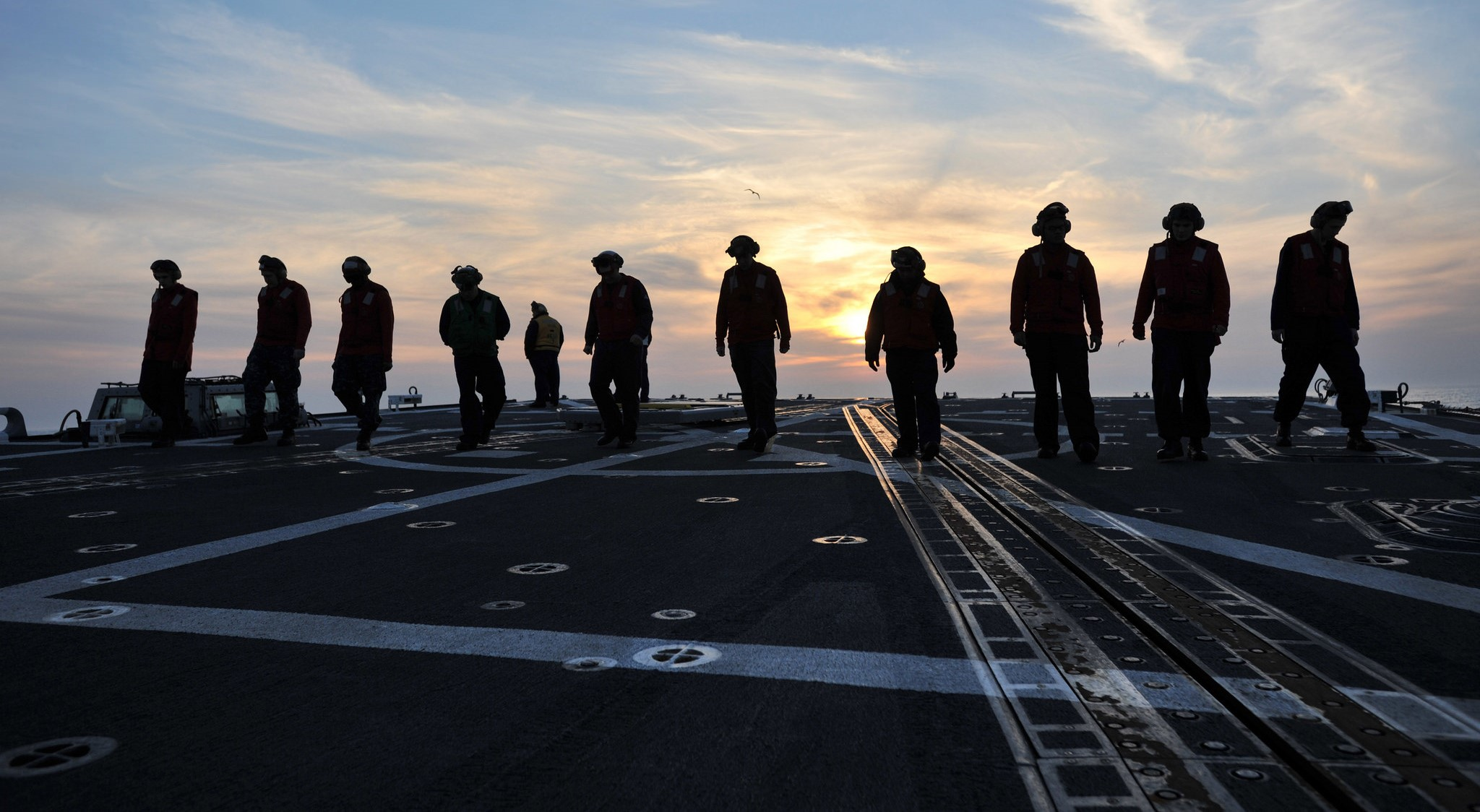 Sailors on the USS Lassen (Photo: Naval Surface Warriors/Flickr)