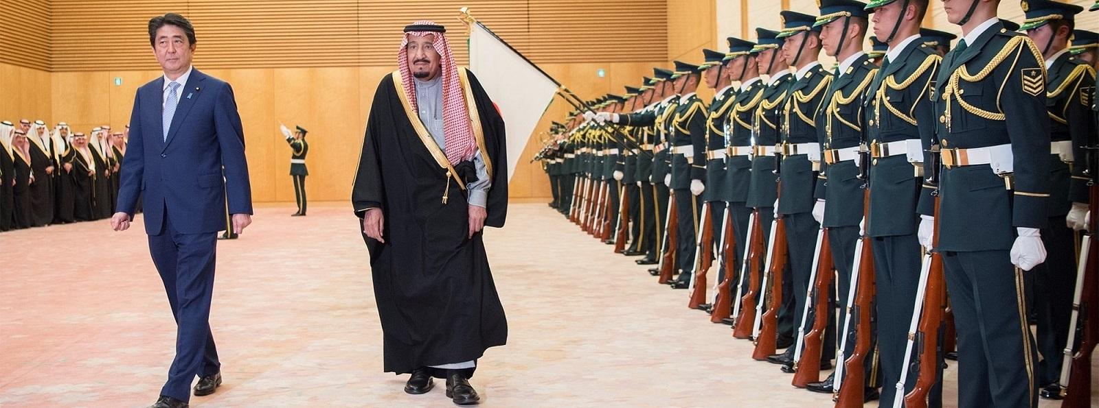 Japanese PM Shinzo Abe and Saudi King Salman bin Abdulaziz Al Saud in Tokyo on Monday (Photo by Bandar Algaloud / Saudi Crown/Handout/Getty Images)