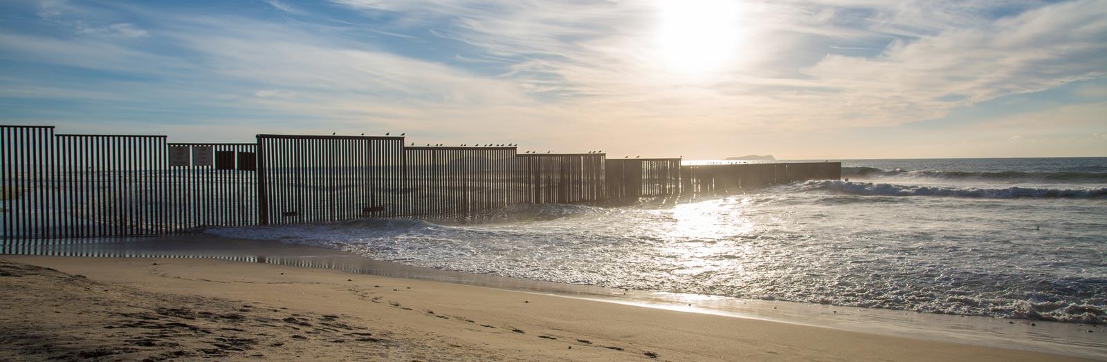US–Mexico ocean border (Photo: Flickr/Tony Webster)