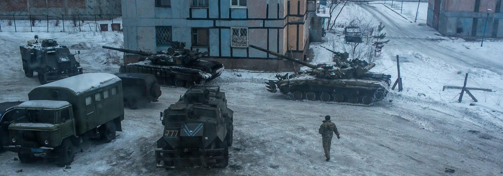 A Ukrainian soldier and tanks on 2 February, 2017 in Avdiivka, Ukraine (Photo: Brendan Hoffman/Getty)