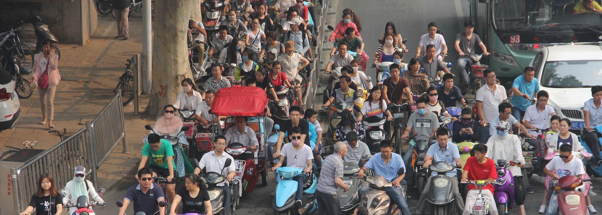 Commuters in Zhengzhou (Photo: Flickr/ V.T. Polywoda)