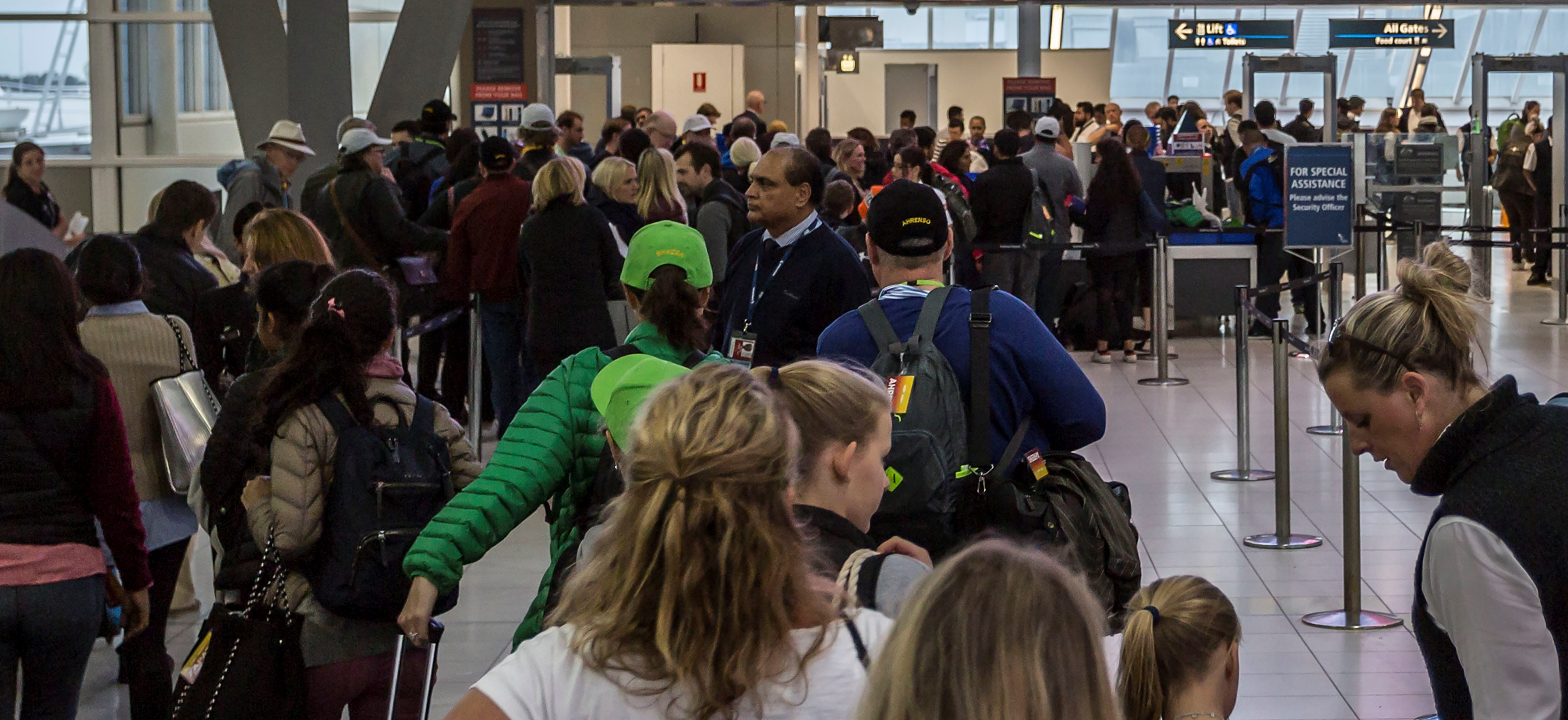 A long queue to clear security at Sydney Airport, July 2017 (Photo: Getty Images/Stringer/Brook Mitchell)
