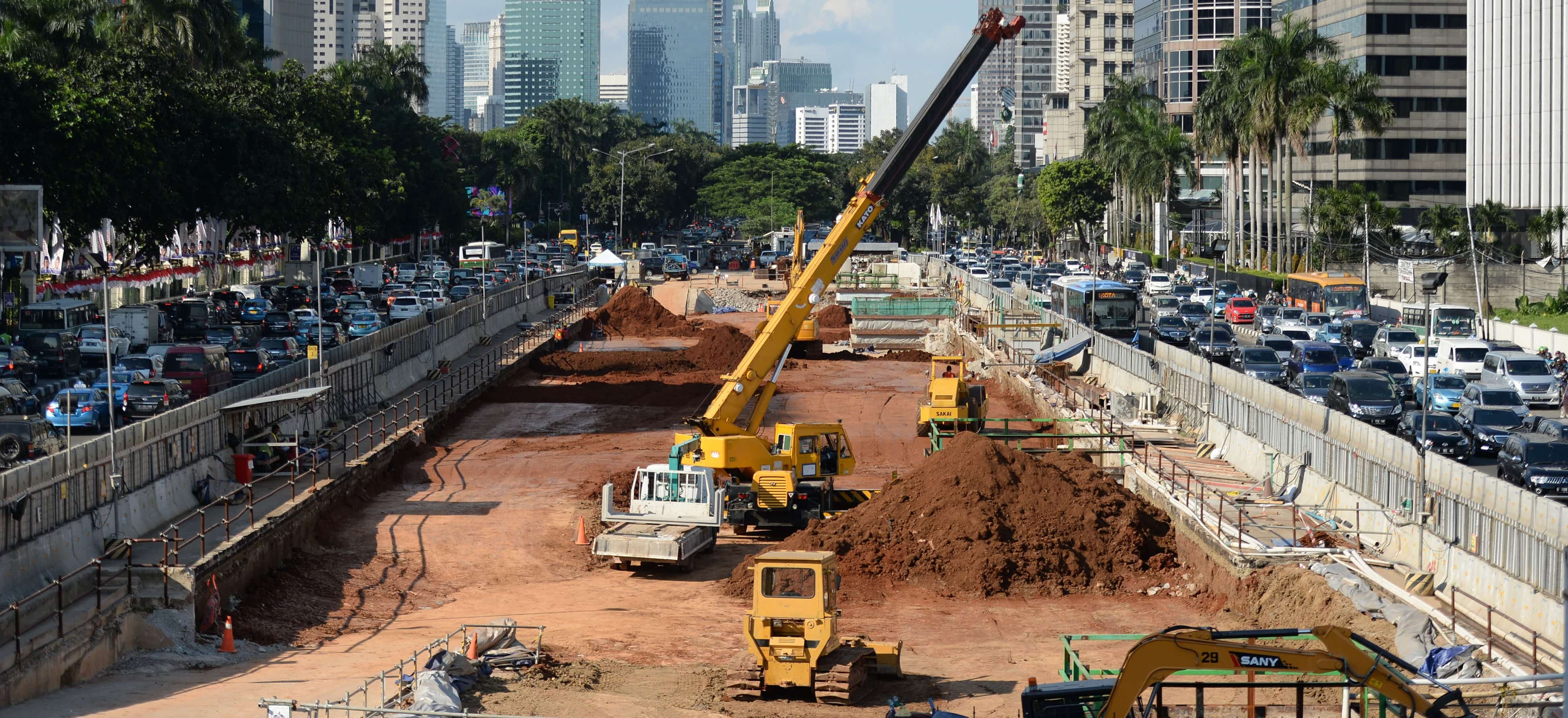Mass Rapid Transit construction in Jakarta, 2016 (Photo: Getty ImagesBloomberg/Dimas Ardian)