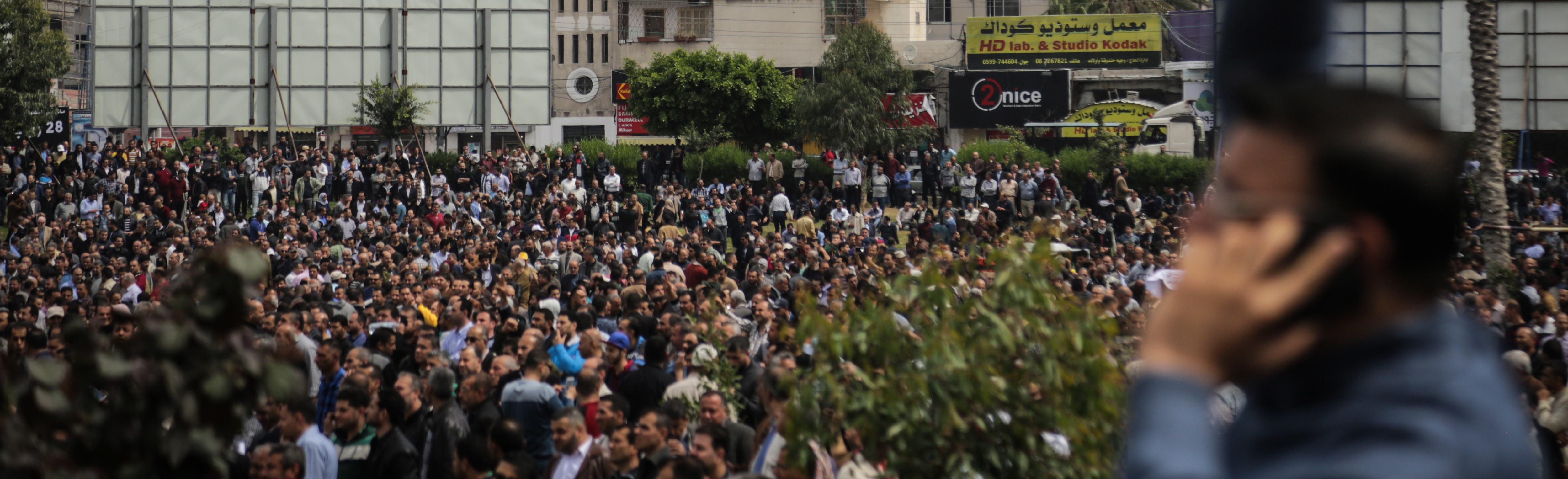 A protest against salary reductions for Palestinian Authority employees, April 2017 (Photo: Getty Images/Nidal Alwaheidi/Pacific Press)